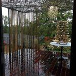 Terrasse bois exotique brise soleil filet camouflage et brise vue en bambou
