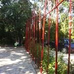Structure en bambous laqués + éléments en verre