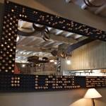 Miroir 3mx1,5m - déco bouchons de Champagne dorés - restaurant Ségoufielle (32)