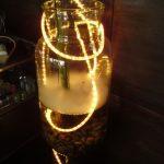 Vase géant ou aquarium et guirlande lumineuse